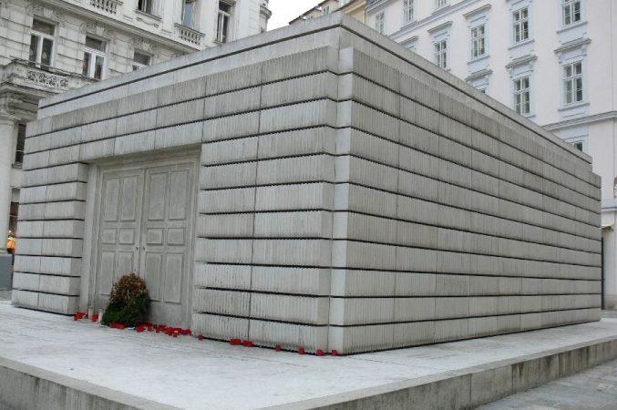 Wyjazd KNSB Wiedeń 2009 - Jusenplatz, Pomnik ofiar Shoah, Fot. © Anna Kot