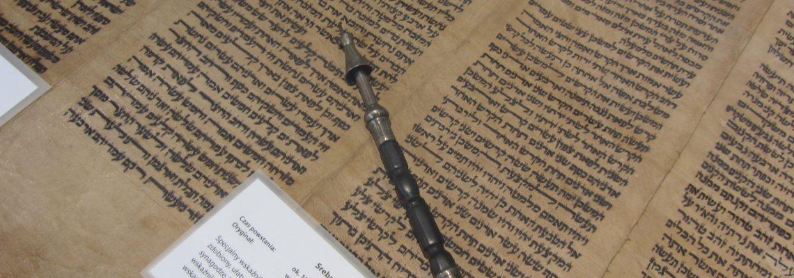 """Nasze zdjęcia z wystawy """"Biblia – jej historia i przesłanie"""""""